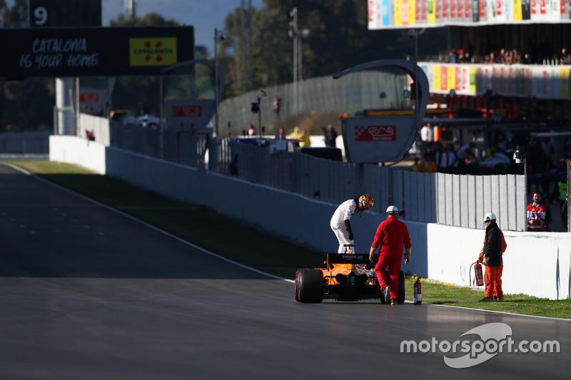 Stoffel Vandoorne, McLaren MCL33 detenido en la pista