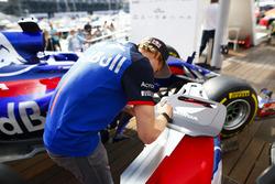 Brendon Hartley, Toro Rosso, signe une clé géante Honda