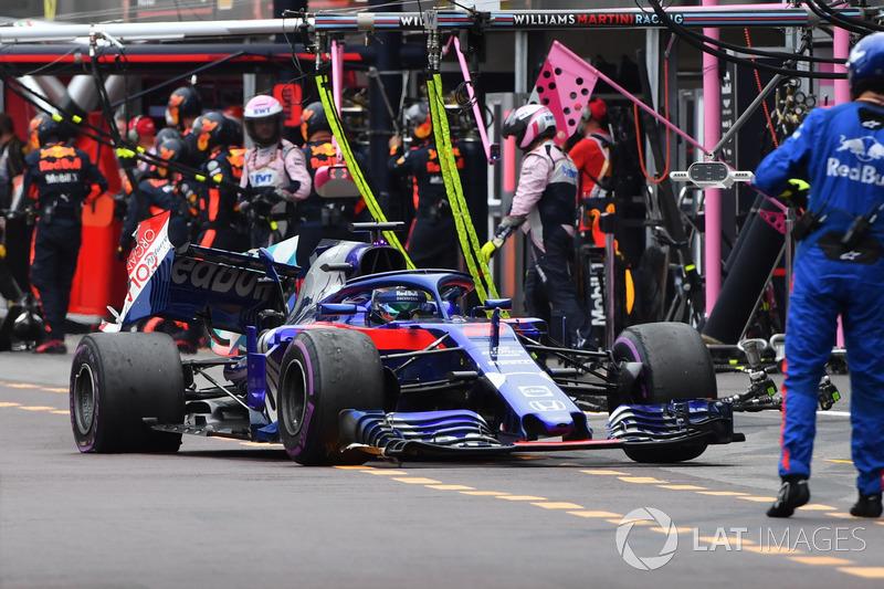 Сход: Брендон Хартли, Scuderia Toro Rosso STR13