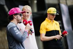 Fernando Alonso, McLaren, Nico Hulkenberg, Renault Sport F1 Team, F1 Sahnesinde