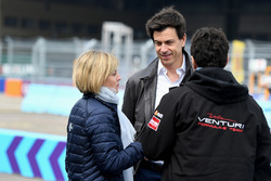 Директор Mercedes AMG F1 Тото Вольф и Сьюзи Вольф