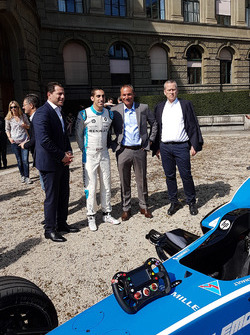 Marco Parroni, Deputy Head of Marketing, Julius Bär, Sebastien Buemi, Gian Rossi, Leiter Region Schweiz, Julius Bär, Remo Lutolf, Vorsitzender der Gescha_ftsleitung, ABB Schweiz