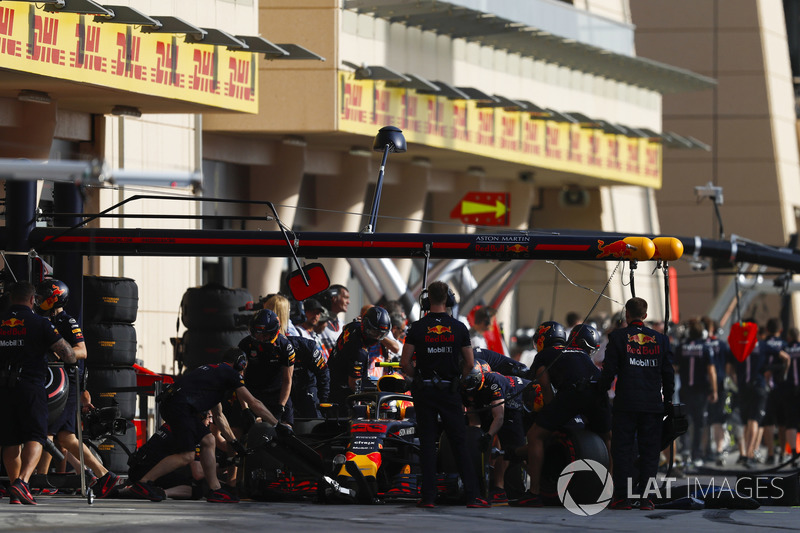 Max Verstappen, Red Bull Racing RB14 Tag Heuer, in the pit lane