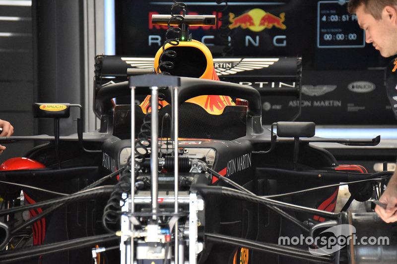 Red Bull Racing RB14, első felfüggesztés