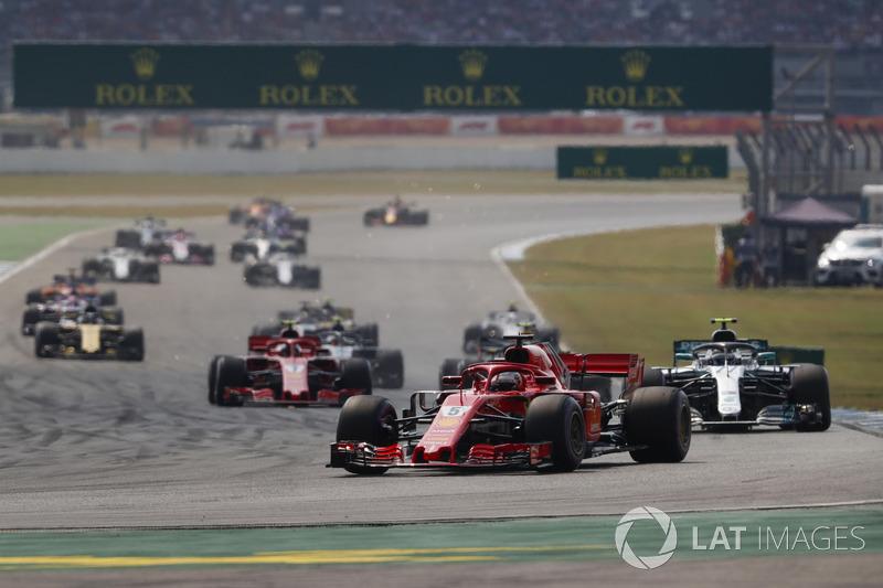 inicio de carrera, Sebastian Vettel, Ferrari SF71H, Valtteri Bottas, Mercedes AMG F1 W09, Kimi Raikkonen, Ferrari SF71H, Max Verstappen, Red Bull Racing RB14