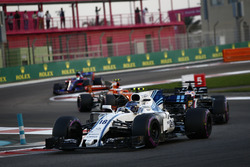 Lance Stroll, Williams FW40, Romain Grosjean, Haas F1 Team VF-17, Stoffel Vandoorne, McLaren MCL32