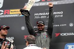 Podio: il vincitore della gara Francisco Mora, M1RA Hyundai i30 N TCR