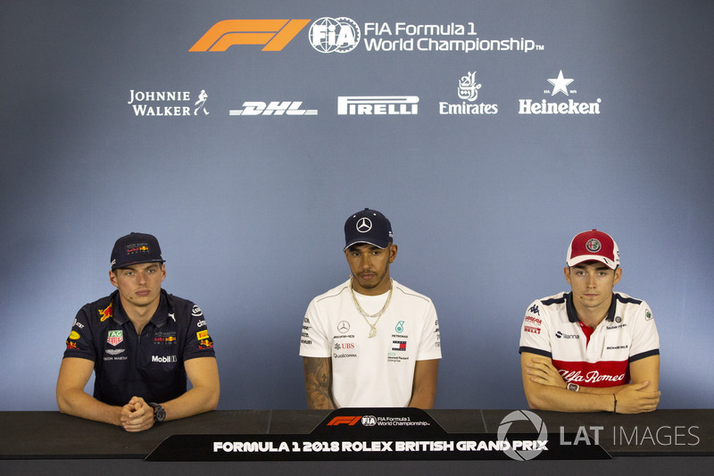 Max Verstappen, Red Bull Racing, Lewis Hamilton, Mercedes-AMG F1 e Charles Leclerc, Sauber, nella conferenza stampa