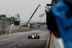 Картатий прапор для Каллума Ілотта, SJM Theodore Racing by Prema, Dallara Mercedes