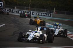Felipe Massa, Williams FW38, Valtteri Bottas, Williams FW38 y Jolyon Palmer, Renault RE16