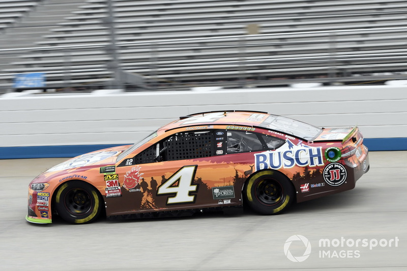 2. Kevin Harvick, Stewart-Haas Racing, Ford Fusion Busch Outdoors