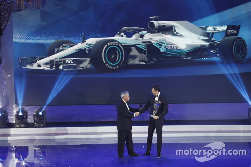 Chase Carey, CEO de F1, Toto Wolff, Mercedes AMG