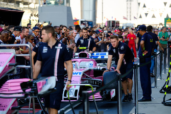 Force India Mercedes Pit Crew