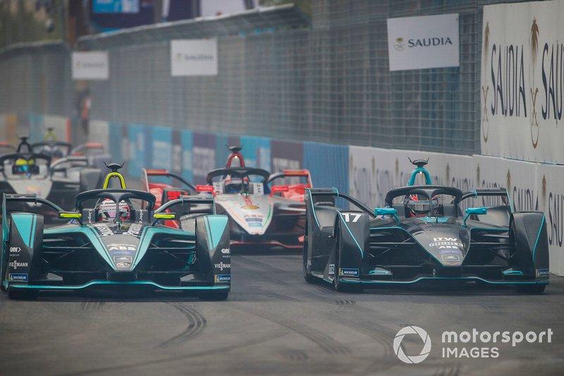 Mitch Evans, Panasonic Jaguar Racing, Jaguar I-Type 3 accanto a Gary Paffett, HWA Racelab, VFE-05