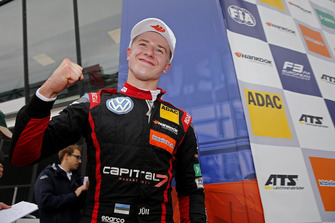 Podio: il vincitore della gara Jüri Vips, Motopark Dallara F317 - Volkswagen