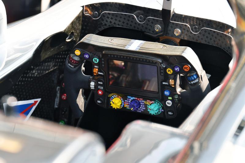 Volante del Mercedes AMG F1 W09