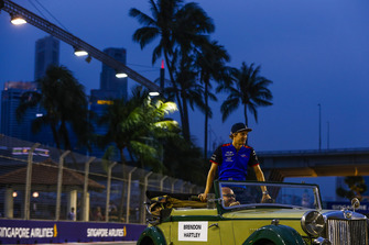 Brendon Hartley, Toro Rosso, rides in an MG on the drivers' parade