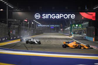 Stoffel Vandoorne, McLaren MCL33, Lance Stroll, Williams FW41 and Sergey Sirotkin, Williams FW41