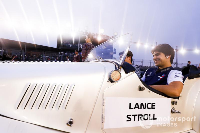 Lance Stroll, Williams Racing, en el desfile de pilotos