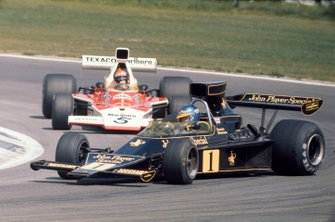 Drift: Ronnie Peterson, Lotus 76, vor Emerson Fittipaldi, McLaren M23