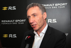 Bob Bell, Renault Sport F1 Team Chief Technical Officer with the media