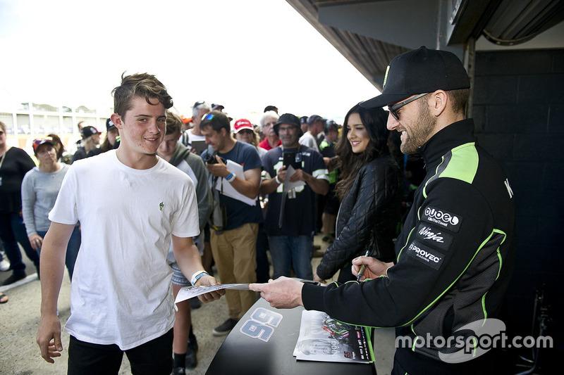 Tom Sykes, Kawasaki Racing, mit Fans