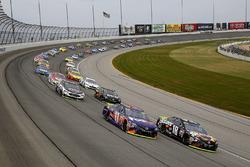 Start: Kyle Busch, Joe Gibbs Racing Toyota, Denny Hamlin, Joe Gibbs Racing Toyota