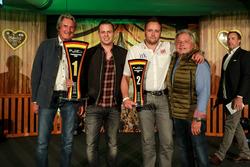 Trophywertrung, 1. #22 MRS GT-Racing, Nissan GT-R NISMO GT3: Remo Lips, 2. #13 RWT Racing, Corvette C7 GT3-R: Sven Barth mit Hermann Tomczyk, ADAC-Sportpräsident