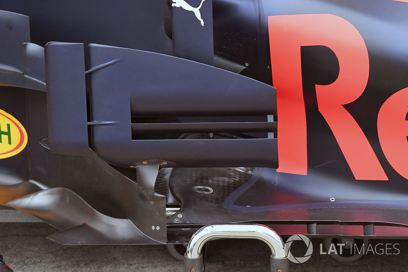 Red Bull Racing RB13 bargeboard