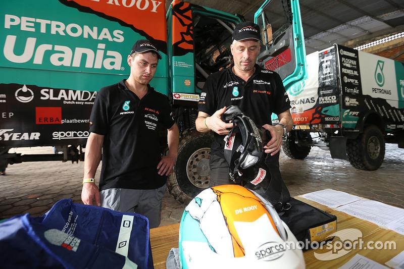 Team De Rooy check in