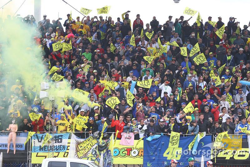 Podium: Valentino Rossi, Yamaha Factory Racing, Fans