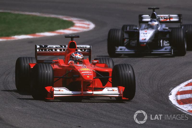 Michael Schumacher devant Mika Häkkinen lors du GP d'Espagne