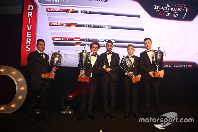 2016 Sprint Cup todos los pilotos, Enzo Ide, campeón, Christopher Mies, segundo lugar, Dominik Baumann, Maximilian Buhk, tercer lugar con Hugo da Silva, Blancpain Eventos