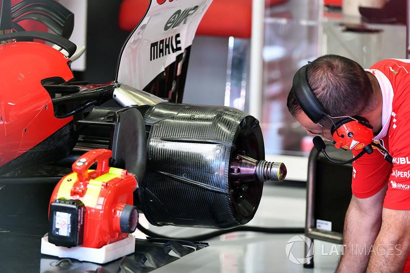 Кріплення заднього колеса Ferrari SF70H