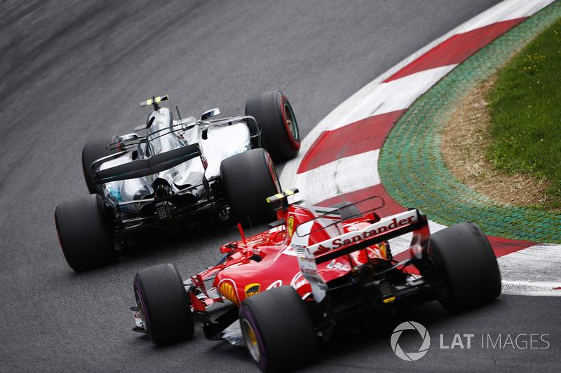 Valtteri Bottas, Mercedes AMG F1 W08, Kimi Raikkonen, Ferrari SF70H