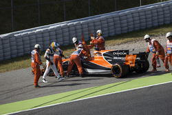 Marshals assist Fernando Alonso, McLaren MCL32, after he parks up with engine troubles