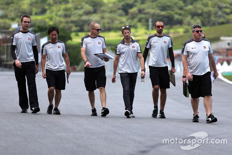 Romain Grosjean, Haas F1 Team bei der Streckenbegehung