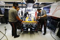 McLaren Honda engineers