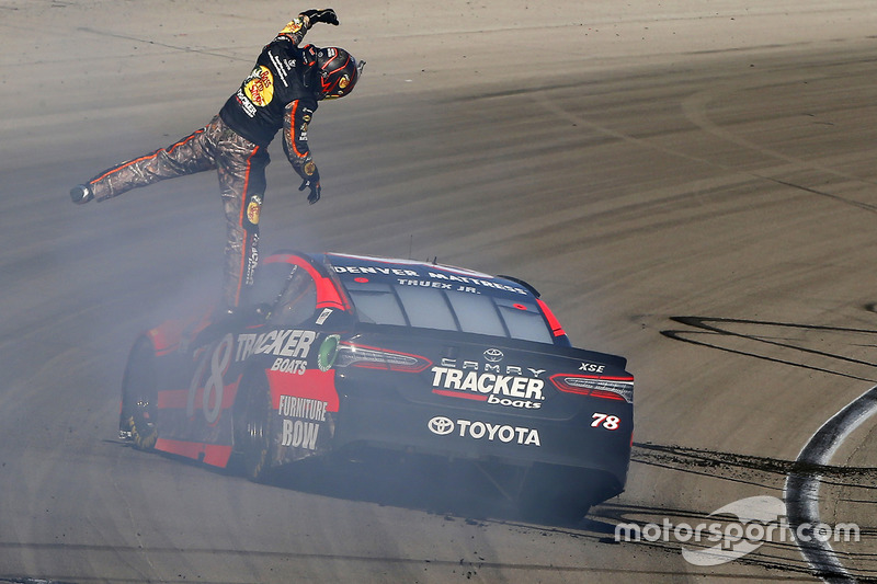 7. Ganador Martin Truex Jr., Furniture Row Racing Toyota