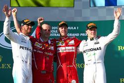 Podium : le vainqueur Sebastian Vettel, Ferrari, le second Lewis Hamilton, Mercedes AMG F1, le troisième Valtteri Bottas, Mercedes AMG F1