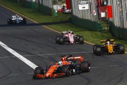 Fernando Alonso, McLaren MCL32, Nico Hulkenberg, Renault Sport F1 Team RS17 y Esteban Ocon, Force India VJM10