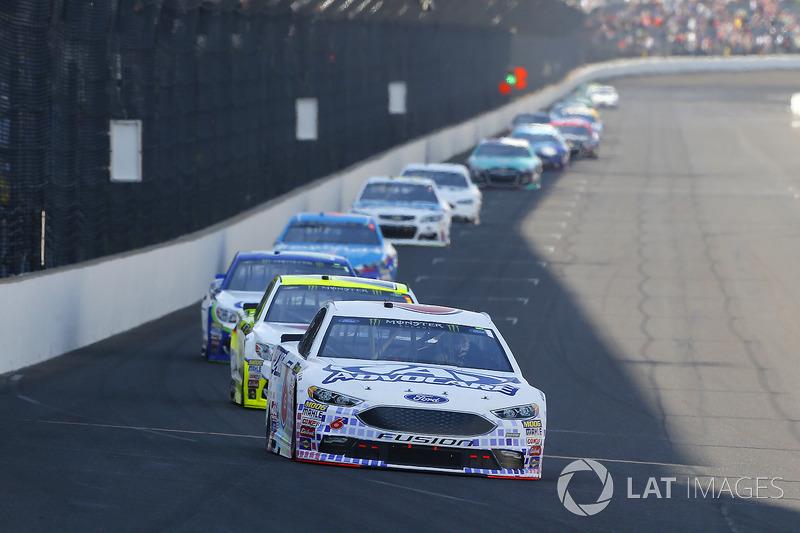 Trevor Bayne, Roush Fenway Racing Ford, Paul Menard, Richard Childress Racing Chevrolet