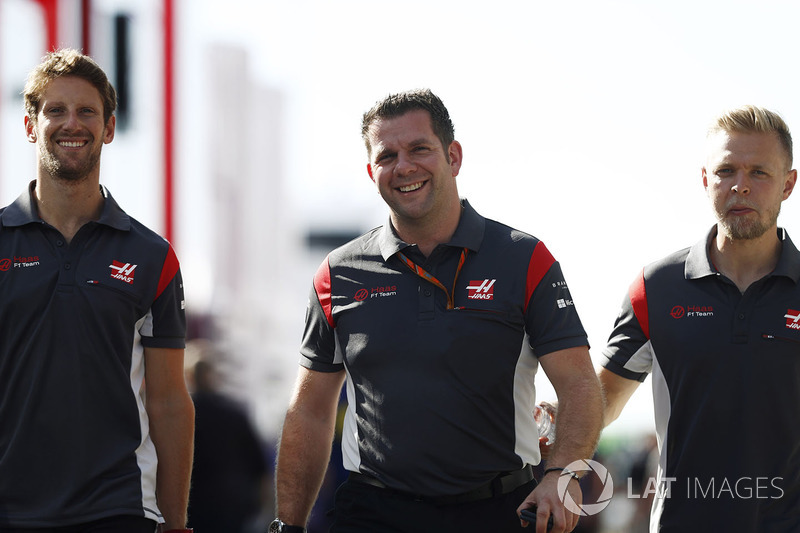 Romain Grosjean, Haas F1 Team, Peter Crolla, Haas-Rennkoordinator, Kevin Magnussen, Haas F1 Team