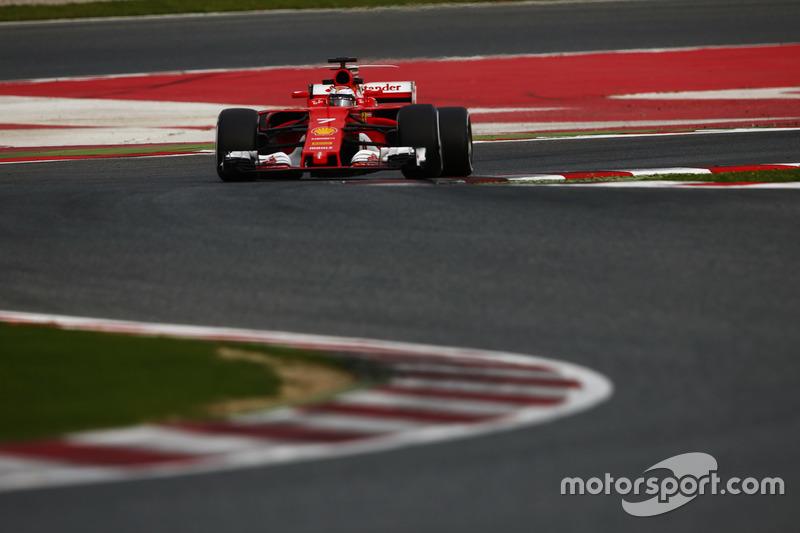 Kimi Raikkonen, con el Ferrari SF70H