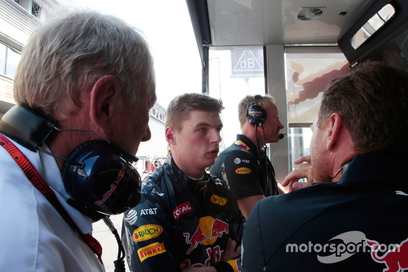 (Da sx a dx): il Dr Helmut Marko, Consulente Red Bull Motorsport con Max Verstappen, Red Bull Racing