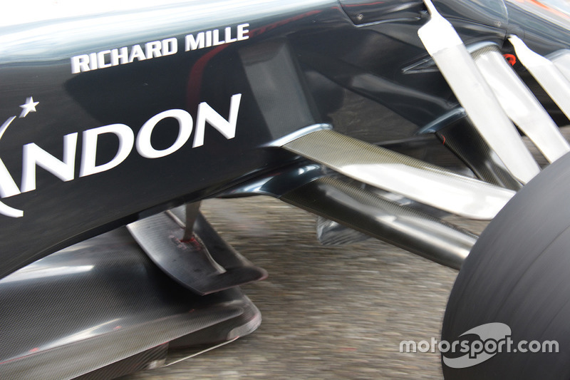McLaren MP4-31: Vorderradaufhängung