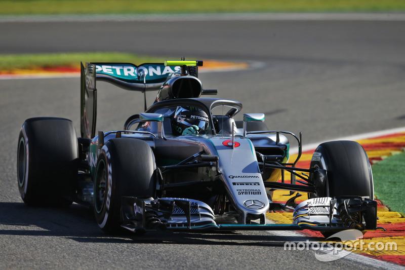 Nico Rosberg, Mercedes AMG F1 W07 Hybrid con il dispositivo Halo installato sulla monoposto