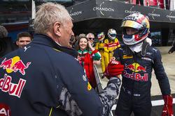 Helmut Marko congratulates Pierre Gasly, Prema Racing
