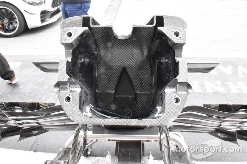Sauber C37 nose detail