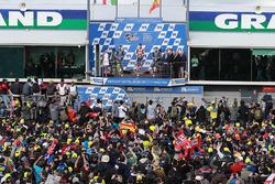 Podium : le vainqueur Marc Marquez, Repsol Honda Team, le deuxième, Valentino Rossi, Yamaha Factory Racing, le troisième, Maverick Viñales, Yamaha Factory Racing